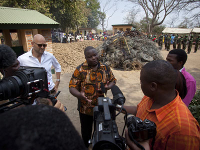 national-park-rescue-Minister-Mark_hiley-snare-piile